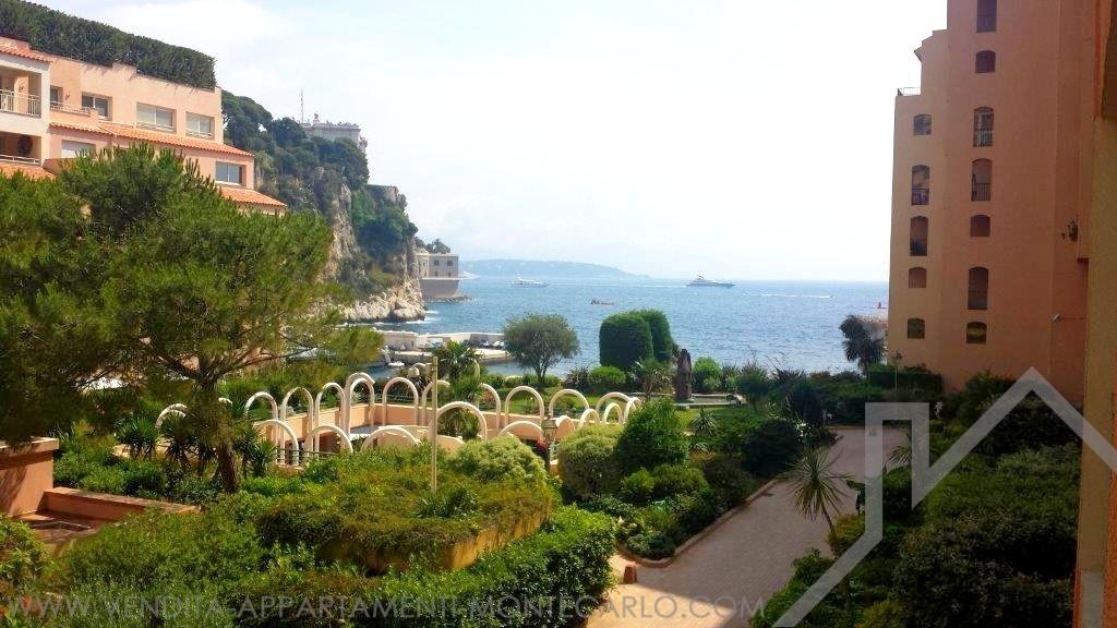 Bilocale in vendita palazzo con piscina appartamenti for Soggiorno a montecarlo